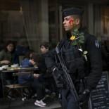 POLICIAS CUSTODIAN LAS ELECCIONES PARA ESTE DOMINGO EN FRANCIA CUNA DE LA NOTICIA