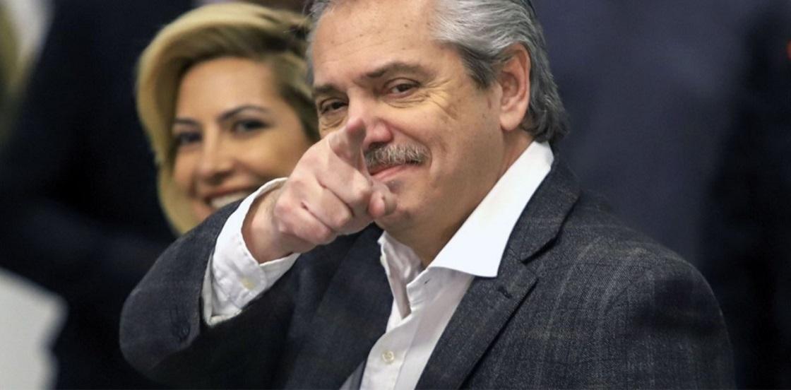 Alberto Fernández llega a Rosario para cerrar un foro de intendentes