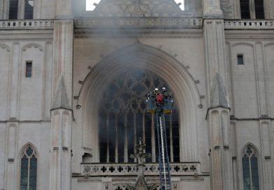 Francia: Se incendió la histórica catedral de Nantes
